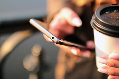 hands-coffee-smartphone-technology_opt